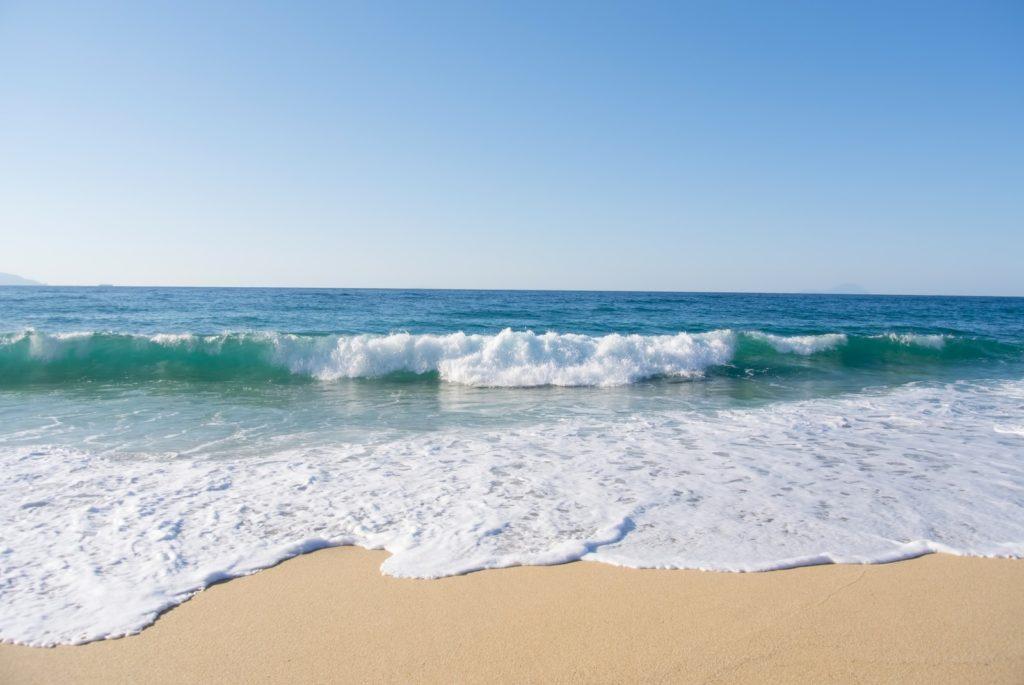 周波数の例えになる波の写真